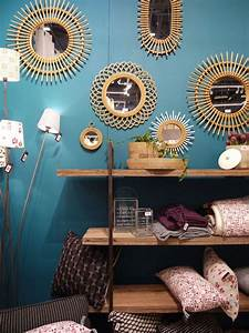 Decoration Murale Miroir : le grand boom du vintage rotin murs bleus et accumulation ~ Teatrodelosmanantiales.com Idées de Décoration