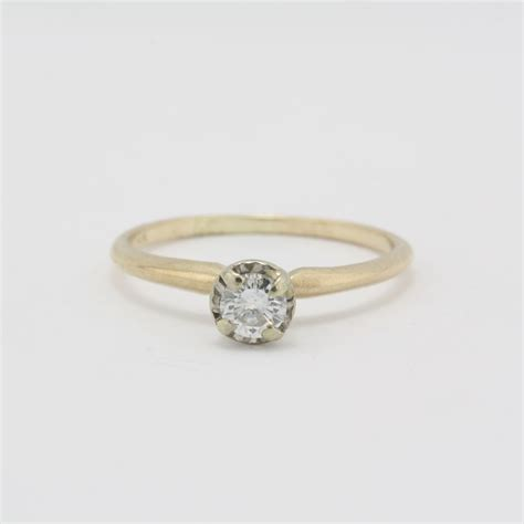 pre owned 14 karat yellow gold diamond solitair engagement