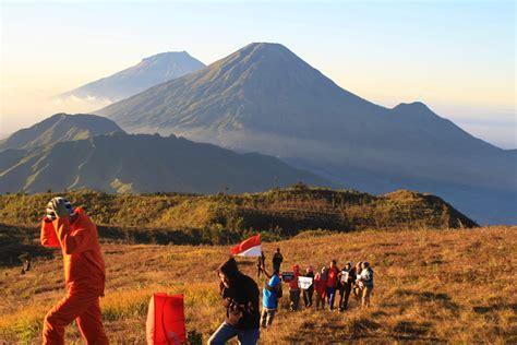 foto open trip wisata gunung dieng