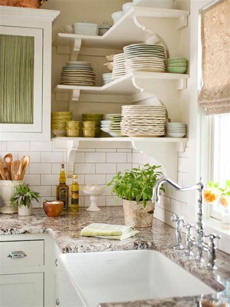 Wie offene Wandregale in Küchen richtig zu pflegen sind?