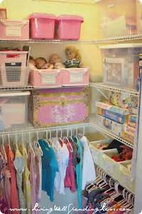 How i get my kids to clean their room living well for Organizing living room family picture ideas