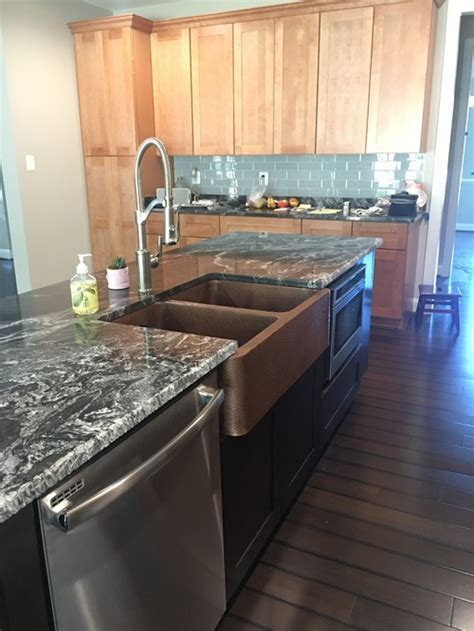 Island counter top with mixed cabinet colors, same or