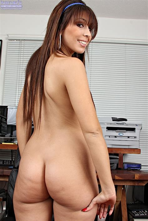 Smiley Brunette Latina Amateur Undressing And Showcasing