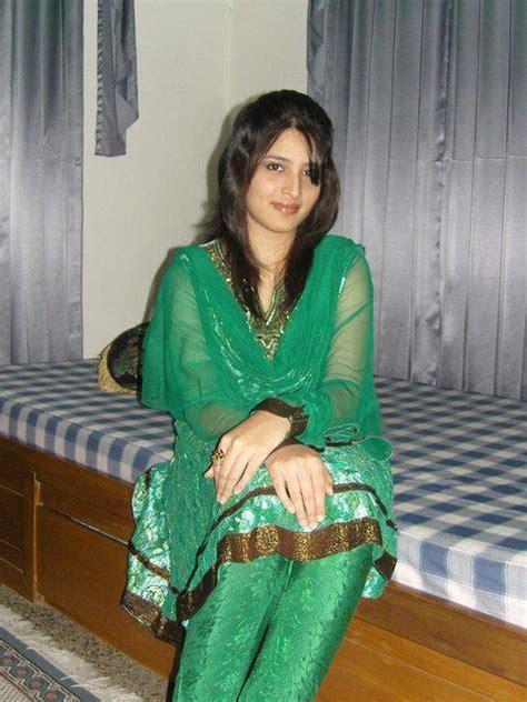 Beautiful Indian Girls: Indian college girls in home