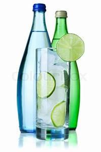 Kalk Von Glas Entfernen : glas wasser mit kalk und eis zwei flaschen mit mineralwasser auf wei em hintergrund stockfoto ~ Bigdaddyawards.com Haus und Dekorationen