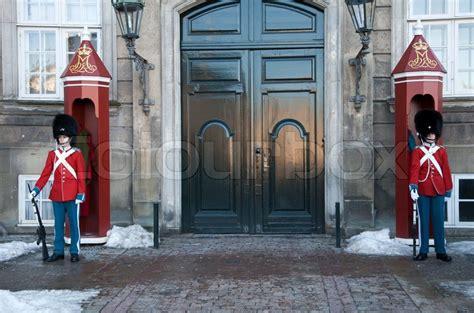 Livgarden Foran Amalienborg Slot  Stock Foto Colourbox