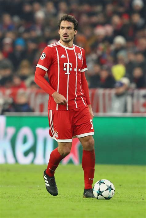Born 16 december 1988) is a german professional footballer who plays as a centre back for bundesliga club borussia dortmund and the. Mats Hummels - Mats Hummels Photos - Bayern Muenchen v ...