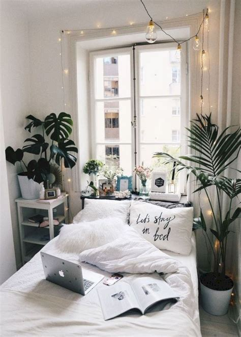 15 Fascinating Bedrooms With Plants That Look Like A Jungle