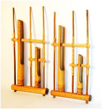 Tidak banyak informasi yang bisa didapatkan dari alat musik tersebut sehingga tidak sara angklung sangat khas yang dihasilkan dari benturan bambu dan juga potongan pada bagian dalam yang menghasilkan suara yang bergetar. Sawawa Band: Alat Musik Tradisional Jawa Barat (Pasundan)