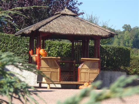parasol en paille pas cher achat bambou le choix du bambou pour votre salon de jardin