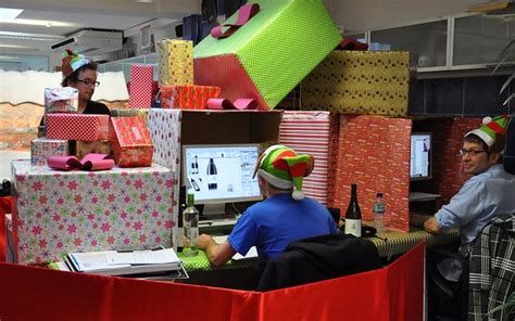 christmas gufts for desk mates desk decoration competition see other awesome decorations new