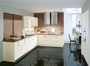 Küchenbeispiele L Form : l form k che in altwei mit arbeitsplatte und r ckw nden in dunklem holz ~ Sanjose-hotels-ca.com Haus und Dekorationen