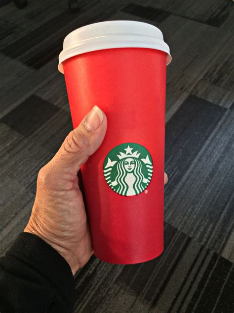 war  christmas starbucks customers complain  red