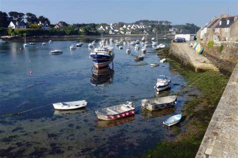 le relais du vieux port bateau dans le port photo de le relais du vieux port le conquet tripadvisor