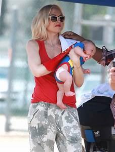 Gwen Stefani & Family Watching Zuma Play Football | Celeb ...