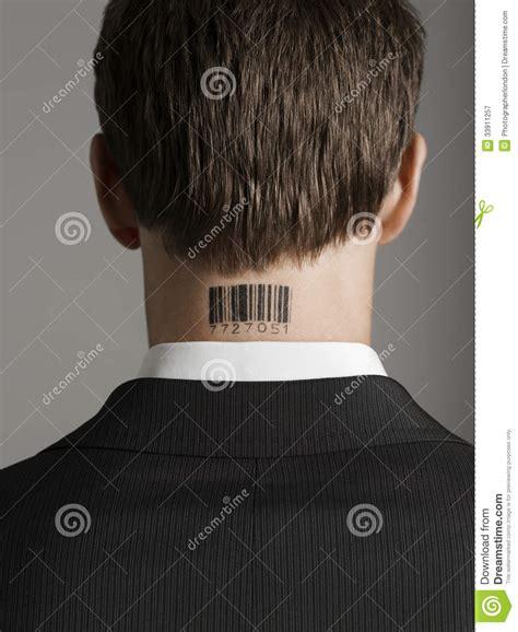 retrovisione del tatuaggio   bar code delluomo
