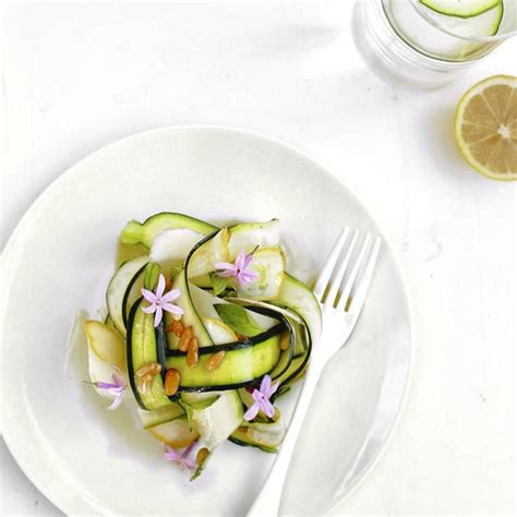 comment cuisiner une courgette cuisiner la fleur de courgette 28 images recette de