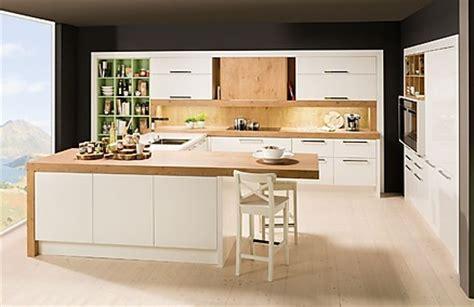 Weisse Küche Mit Holzarbeitsplatte by K 252 Chen M 252 Nchen Dan K 252 Chen M 252 Nchen Ihr K 252 Chenstudio In