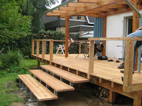 Erhöhte Holz-veranda Mit Überdachung