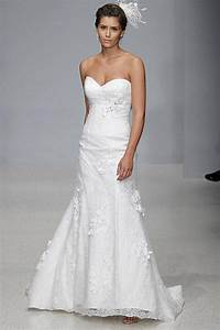 Wedding dress styles for curvy brides for Wedding dresses for curvy figures