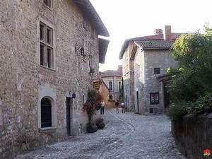 perouges les plus beaux villages de france site officiel With google vue des maisons 11 flavigny sur ozerain les plus beaux villages de france