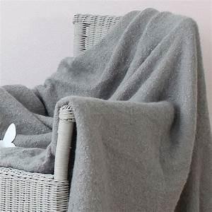 Plaid Gris Clair : plaid franges effet mohair gris clair plaid cocooning eminza ~ Teatrodelosmanantiales.com Idées de Décoration