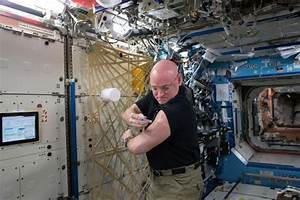 12 memorable moments from Scott Kelly's year in space ...