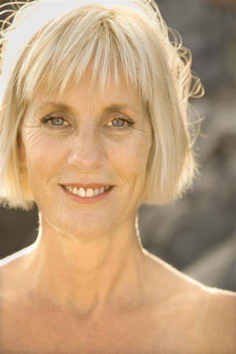 Short Haircuts For Women Over 50 To Inspire Your Next Look! Hairiz