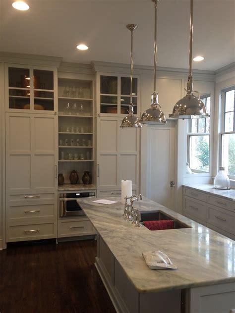 idee deco cuisine grise cuisine idee deco cuisine ouverte sur salon avec clair