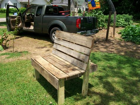 garden recycled pallet becomes garden bench
