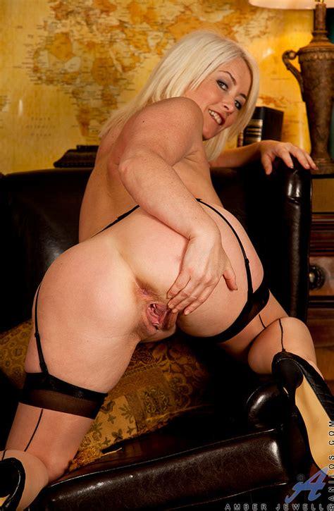 Amber Jewell Open Up Her Sexy Legs MILF Fox