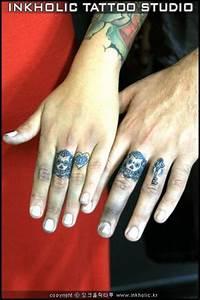 Tatouage Sur Doigt : tatouage doigt par inkholic tattoo ~ Melissatoandfro.com Idées de Décoration