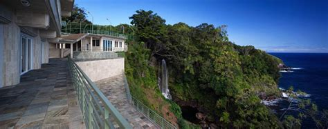 waterfalling estate hawaii waterfalling estate hawaiian ultimate getaway on sale for 26 5 million extravaganzi