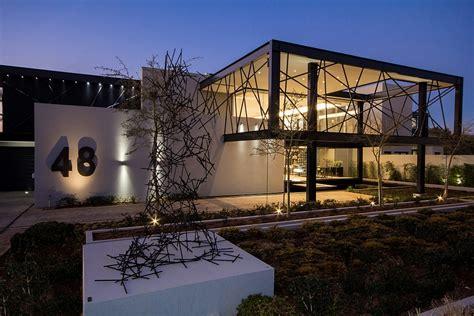 luxurious contemporary house  south africa  sculptural design