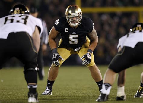 13+ Manti Teo Notre Dame  Pictures