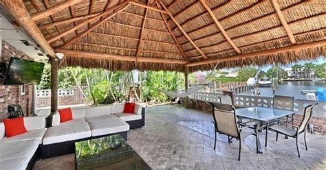 Tiki Hut Fort - i d to stay in this tiki hut in florida