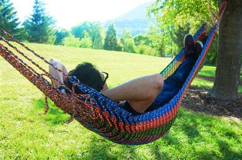 How To Make A Paracord Hammock by 6 Paracord Projects To Try In 2016