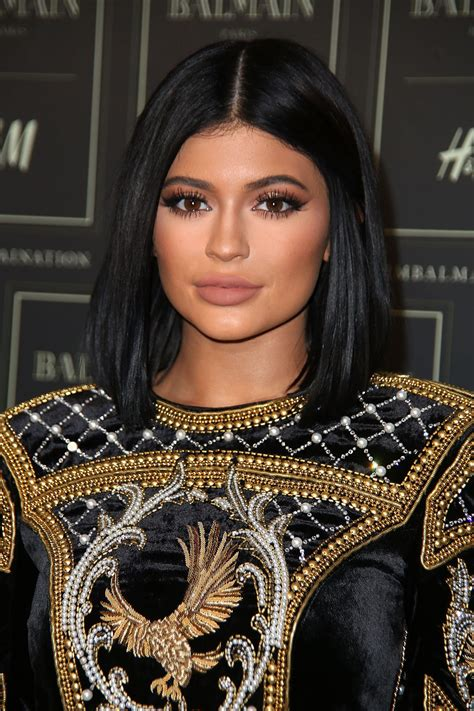 Guess the Kardashian-Jenner Smoky Eyes | Glamour