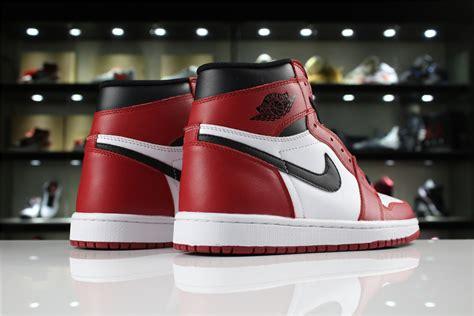 """Air Jordan 1 Retro High Og """"chicago"""" Whiteblack Varsity"""