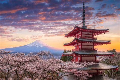 fondo de atardecer de paisaje japones en efecto acuarela