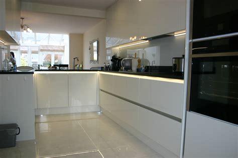 handle  white gloss porcelain kitchen installation