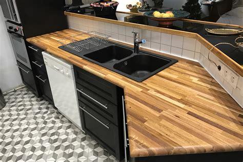 plan de travail cuisine bois brut aménager sa cuisine avec des plans de travail en bois massif