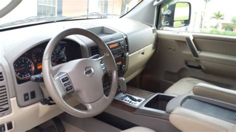 sell   nissan titan le crew cab pickup  door