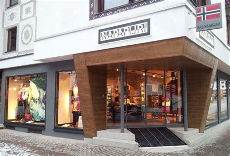 Glamshops visual merchandising & shop reviews Napapijri
