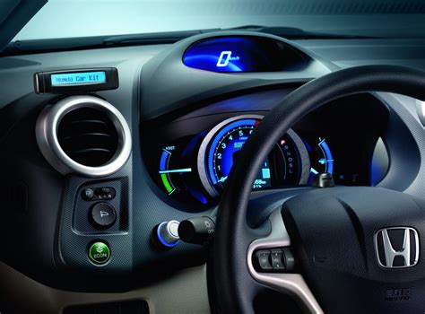 coolest car accessories  tech savvy drivers  travel  comfort