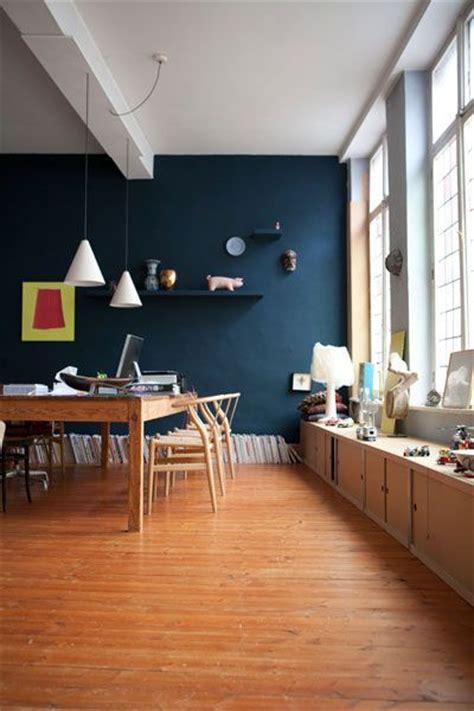 Mur Bleu Canard D 233 Co Salon Salle 224 Manger Au Mur Bleu Canard Fen 234 Tre En Vitrail Vieux Plancher Sapin