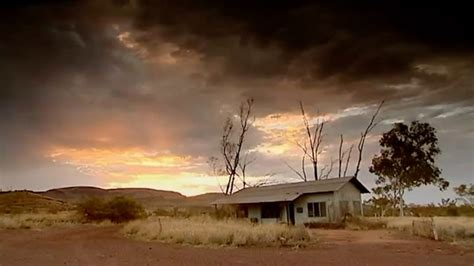 wittenoom tourists urged  stay   asbestos town