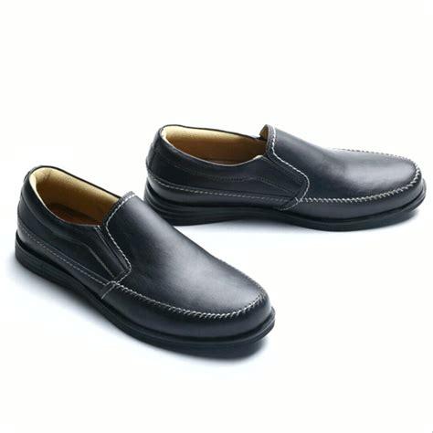 jual sepatu casual pria slip on sepatu kulit asli sepatu kerja formal kickers