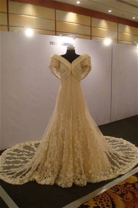 gorgeous modern filipiniana gown