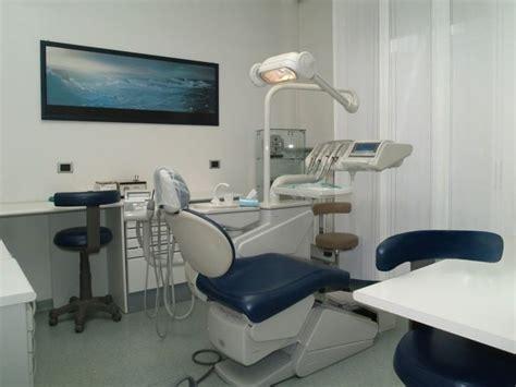 assistente alla poltrona varese dentista varese studio dentistico chirurgia orale
